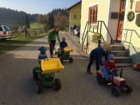Viele Fahrzeuge gibt es am Bauernhof